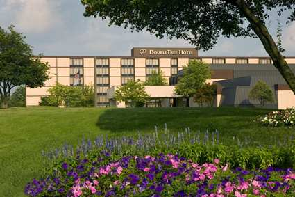 A view of the front of the Doubletree Hotel in Worthington, OH